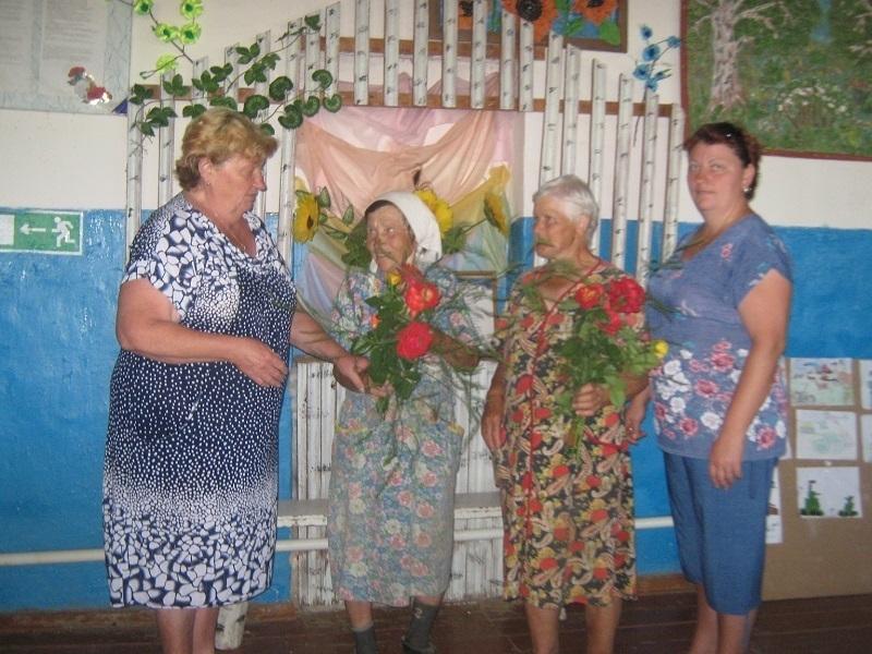 Забота и внимание - главное в жизни пожилых людей, - считает кульорганизатор Великановского сельского клуба Марина Зубкова