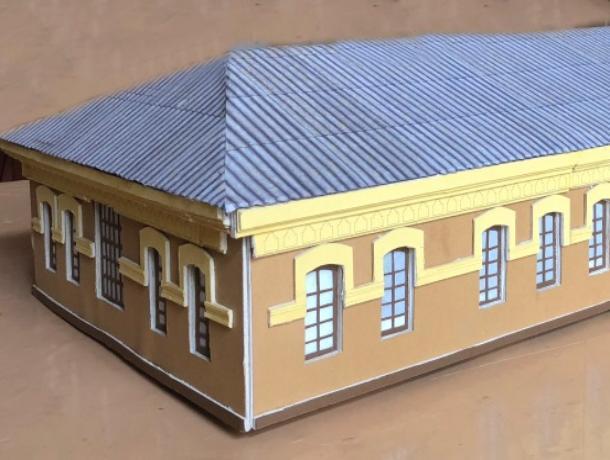 Макет здания Дома детского творчества соорудили дети с помощью педагога
