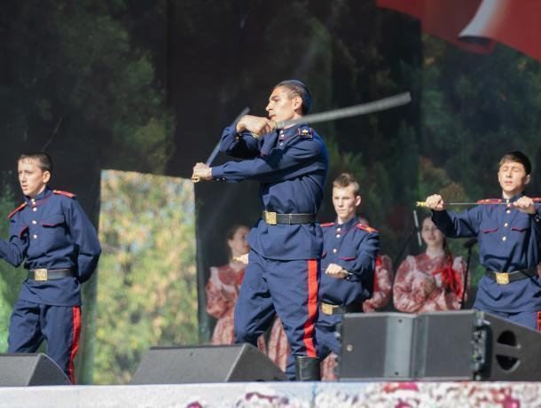 Кадеты из Морозовска приняли участие в VIII Международном фестивале «Казачья станица Москва»
