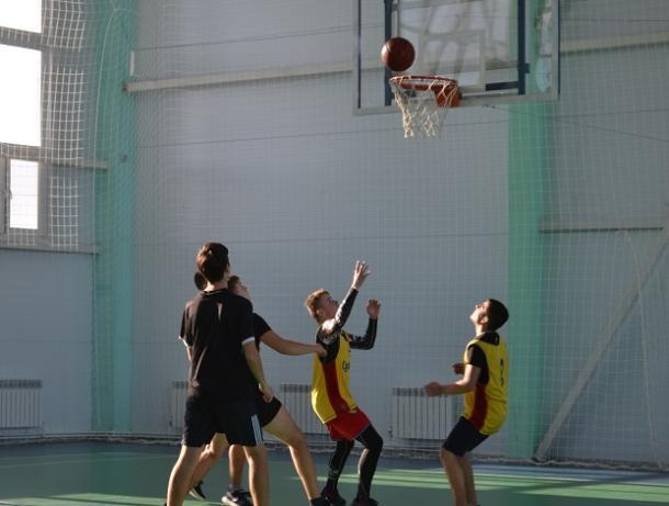 Команда военнослужащих «СКА» оказалась лучшей в по стритболу в Морозовском районе
