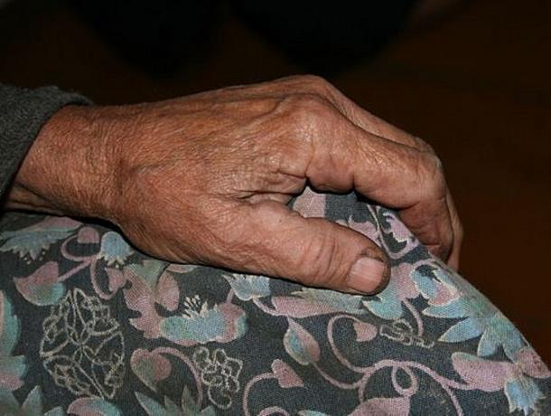 Пенсионерку изнасиловали в ее собственном доме в Морозовске