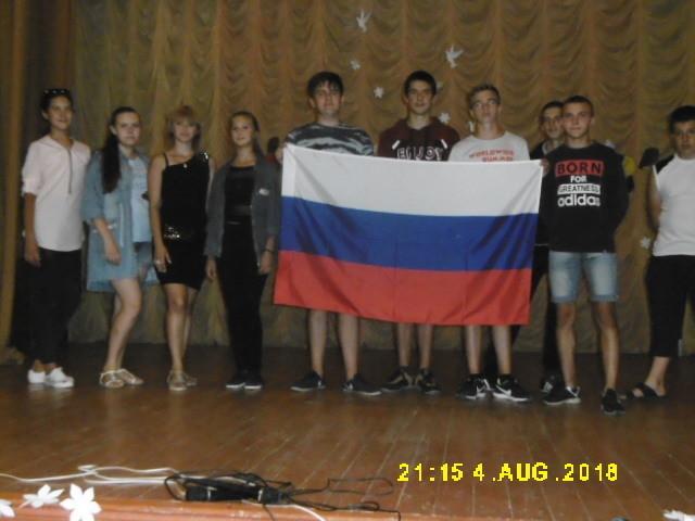 «Гордо реет флаг России»: в станице Вольно-Донской организовали час информации о знаменах