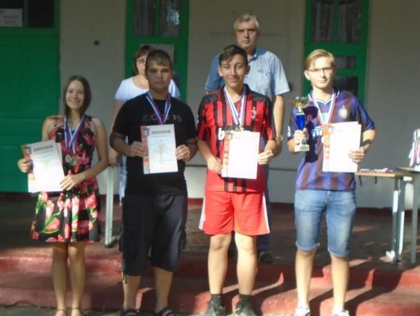 Шахматисты Морозовска в очередной раз подтвердили статус чемпионов на областных соревнованиях