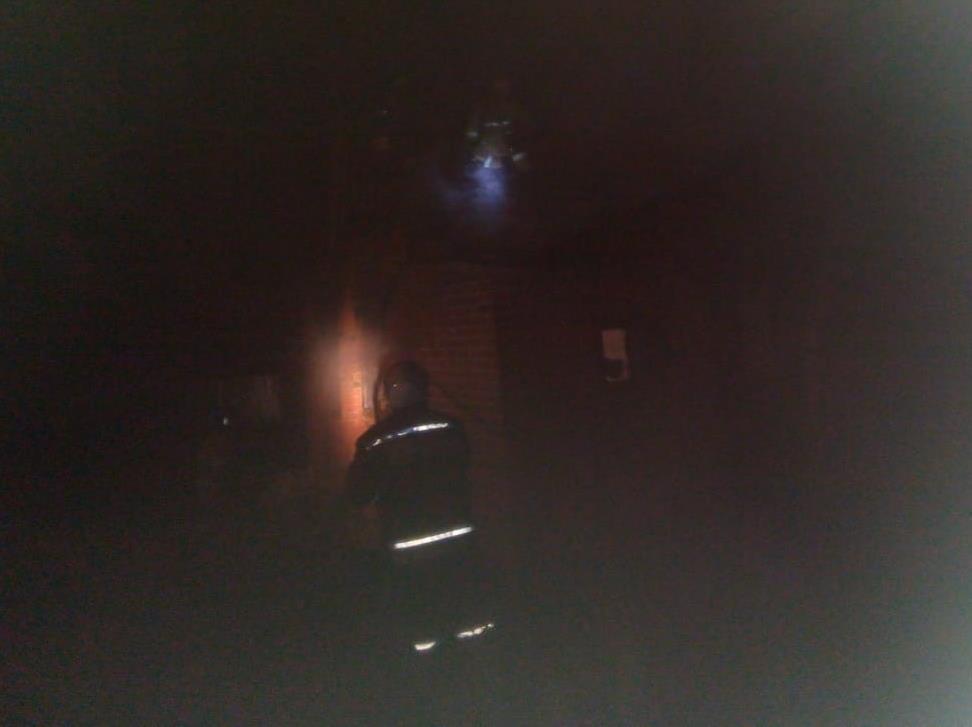 Ночью пожарные тушили бесхозный жилой дом хуторе Морозов