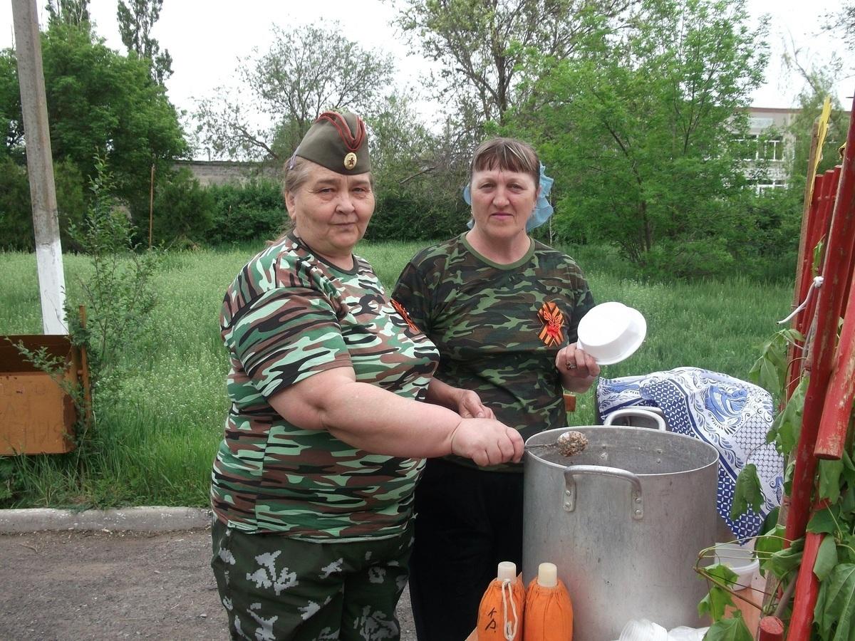 Каждый желающий мог угоститься вкусной кашей и выпить горячего чаю на акции в хуторе Старопетровский