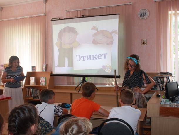 Ученики школы №6 научили гостью из леса правилам хорошего тона