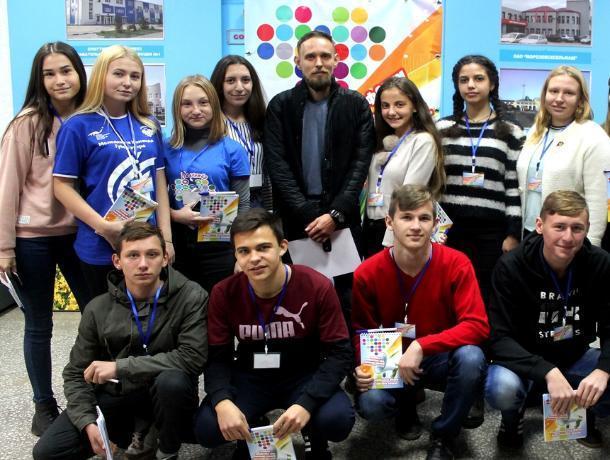 Руководитель «Лиза Алерт Юг» встретился с молодыми добровольцами на форуме Морозовского района