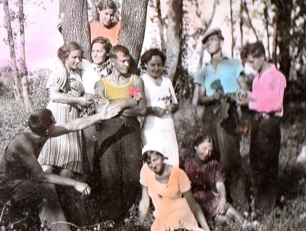 Добрые и открытые лица глядят с фотографий Морозовска советского времени