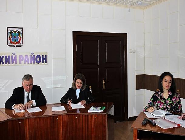 Вопросы обеспечения порядка, противодействия наркомании и правовому воспитанию обсудили в администрации Морозовского района