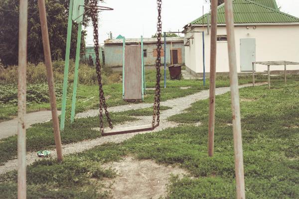 На Демьяна Бедного находится самая суровая детская площадка,- морозовчанка