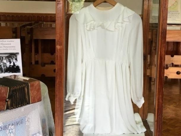 Свадебное платье середины двадцатого века показали в музее Морозовска