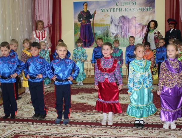 Весело и с размахом отметили День матери-казачки в детском саду №2